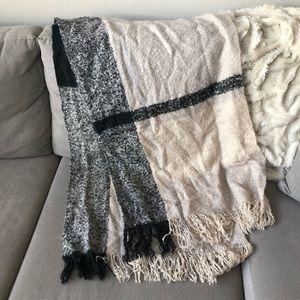 NWOT Plaid Blanket Scarf